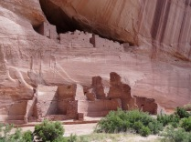 White House Ruin, the most famous of the canyon's many cliff dwellings.