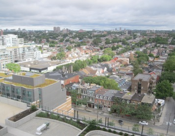 Our Toronto Airbnb gave us a glimpse of high rise living in the largest city in Canada.