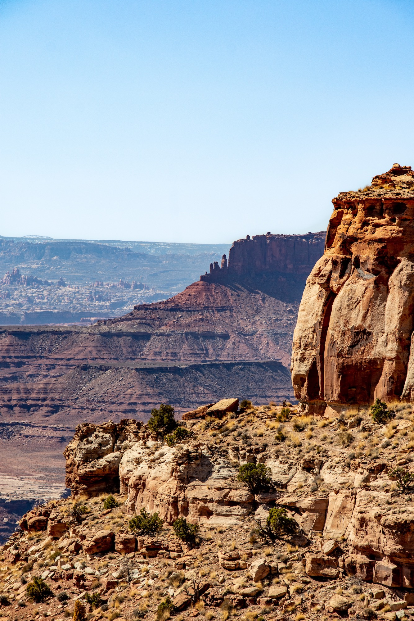 The rest of the trail clings to the edge of a 1,200 ft bluff and then descends all the way to the White Rim Road.